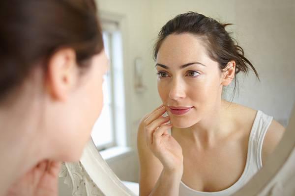 Шишка на лбу под кожей не болит — Красивое лицо