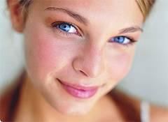 Причины возникновения красных пятен на коже лица