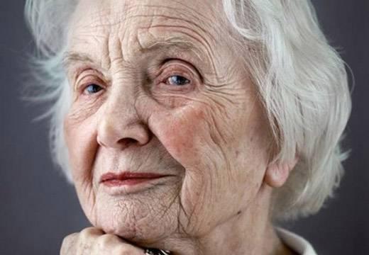 лицо старой женщины
