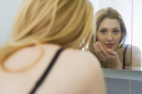 Мелкая сыпь на лице у взрослого причины