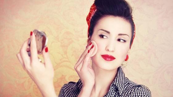 Коррекция макияжа компактной пудрой