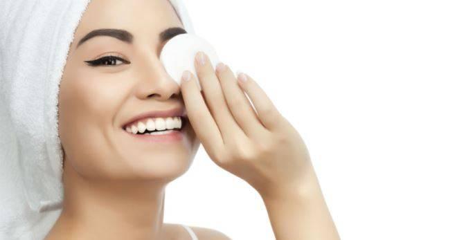 Молочко для снятия макияжа – как выбрать хорошее средство?