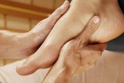 Уплотнение на щеке под кожей