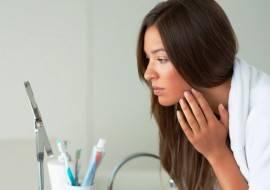Прыщи на шее: основные причины появления и советы по их устранению
